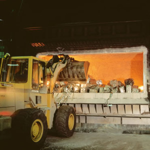 Special monolithic refractories for aluminum production